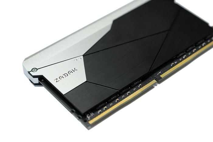 Media asset in full size related to 3dfxzone.it news item entitled as follows: ZADAK lancia moduli di DDR4 con capacità pari a 32GB e frequenza fino a 3600MHz | Image Name: news28838_ZADAK-SHIELD-DC-DDR4_1.jpg