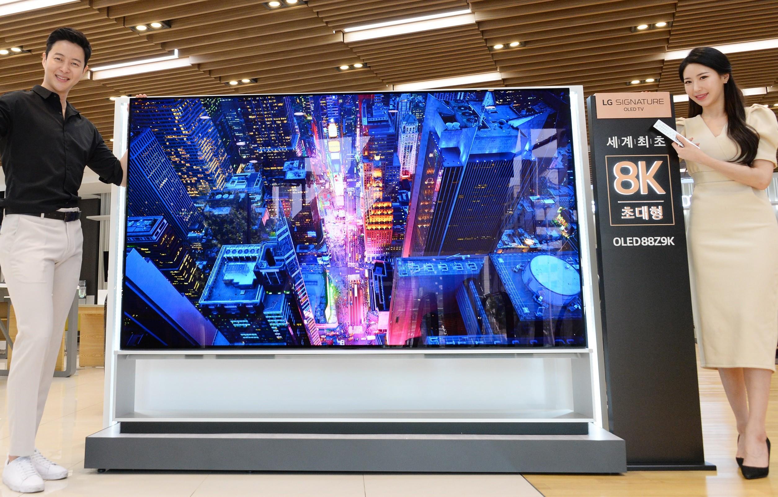 Media asset in full size related to 3dfxzone.it news item entitled as follows: LG commercializza il primo televisore al mondo 8K OLED con diagonale da 88-inch | Image Name: news29654_LG-8K-OLED-88Z9_1.jpg